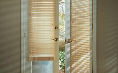 Deciding between Genuine & Faux Wood Blinds near Jacksonville, Florida (FL), for Home Kitchens